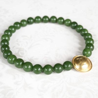 """Das Collier aus der Kollektion """"Schnecken"""" besteht aus Edelsteinen und einer geschmiedeten, vergoldeten Schnecke als Verschluss."""