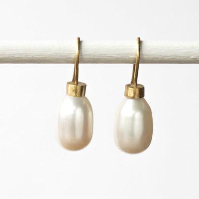 "Ohrhänger aus feinvergoldetem Sterlingsilber und Perlen aus der Kollektion ""Klassisch, klar, kunterbunt"""